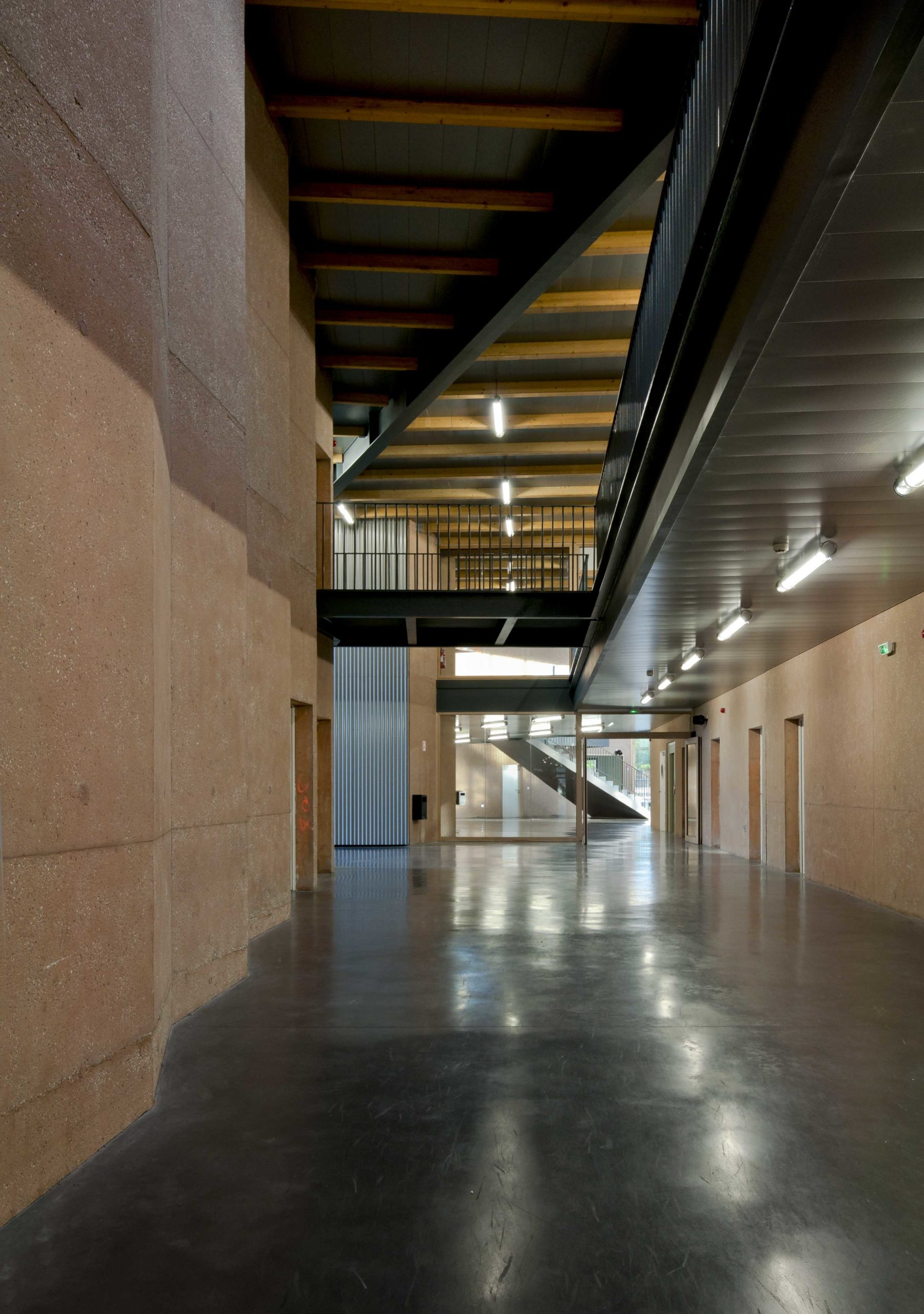 L'attribut alt de cette image est vide, son nom de fichier est Chirens-Couloir-003-1-scaled.jpg.